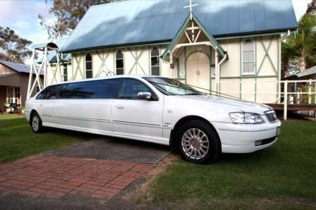 Brisbane White Limousine Hire Super-Stretch