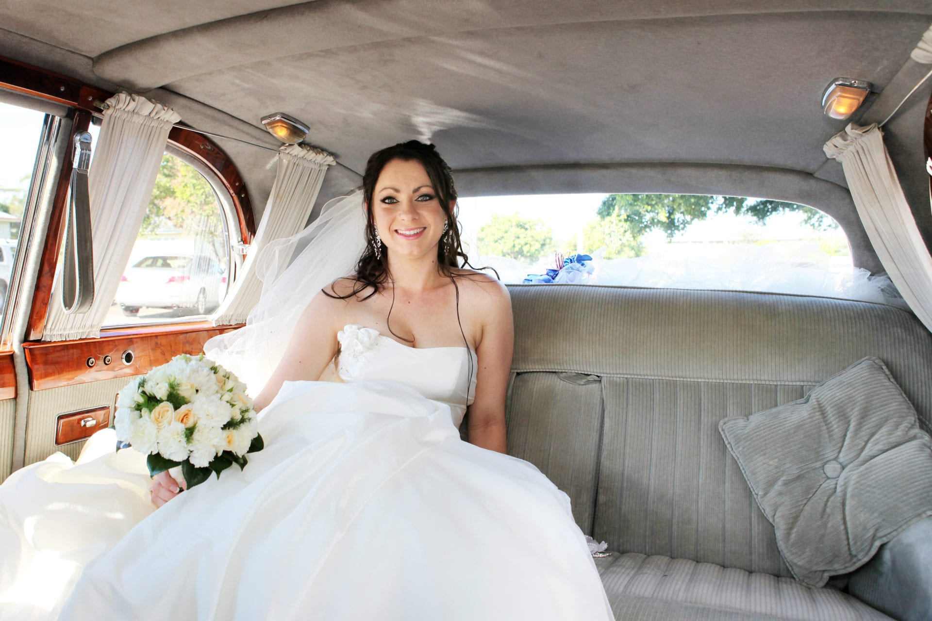 Beautiful Brides & Classic cars Brisbane