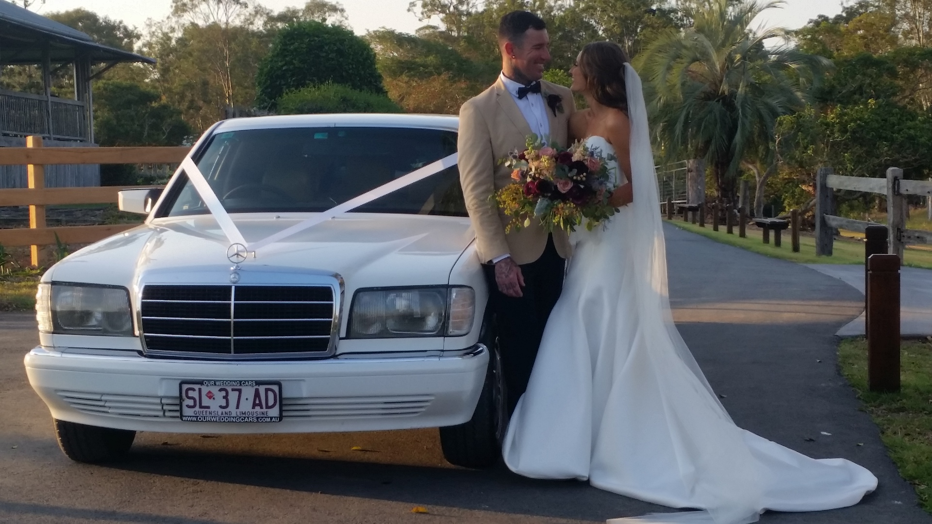 Bride in Classic Mercedes Benz Stretch