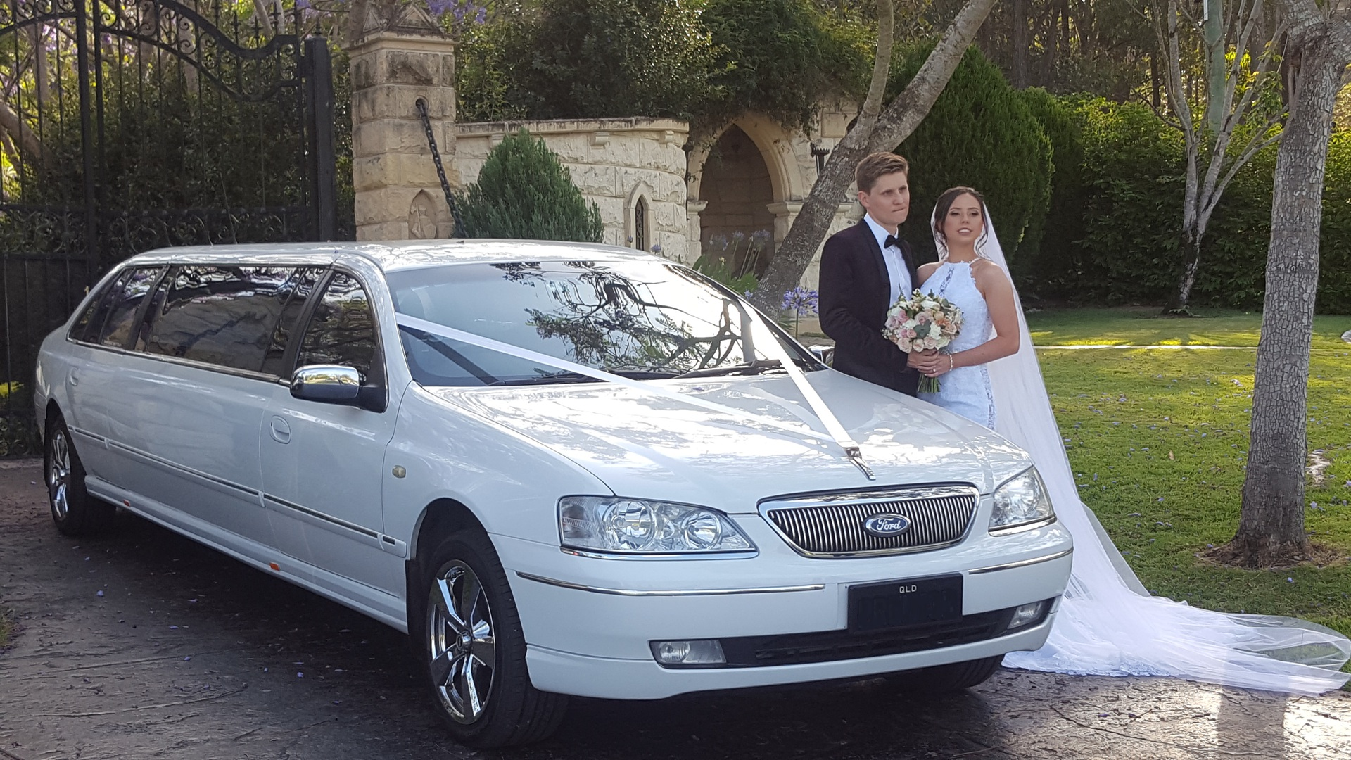 super stretch wedding car